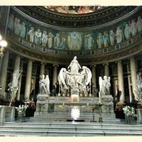 Foto tirada no(a) Igreja de la Madeleine por Oleg K. em 5/12/2013