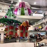 รูปภาพถ่ายที่ Tampines Mall โดย Kai A. เมื่อ 12/17/2012