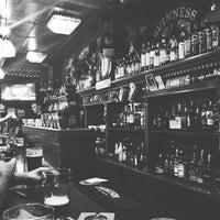 Снимок сделан в Mollie's Irish Pub пользователем Julia Z. 5/25/2013