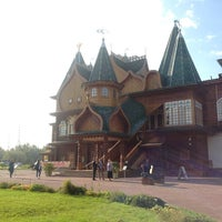 Das Foto wurde bei Набережная в Коломенском von Tatyana L. am 9/18/2013 aufgenommen