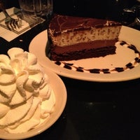 Foto scattata a The Cheesecake Factory da Michelle K. il 10/10/2012