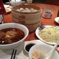 Photo taken at Din Tai Fung by Theeraporn C. on 4/6/2013