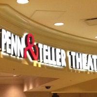 รูปภาพถ่ายที่ Penn & Teller Theater โดย Joseph S. เมื่อ 7/15/2013