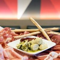 Das Foto wurde bei Comptoir Gourmet von Comptoir Gourmet am 7/12/2013 aufgenommen