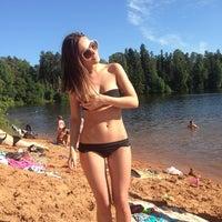 Снимок сделан в Пляж на реке Оредеж пользователем Natasha D. 6/22/2013