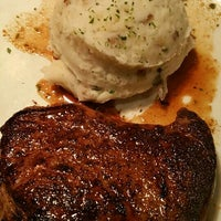 Photo taken at Outback Steakhouse by Raul C. on 5/28/2016