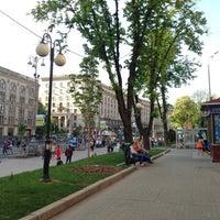 รูปภาพถ่ายที่ Вулиця Хрещатик / Khreshchatyk Street โดย 👍 . เมื่อ 5/5/2013