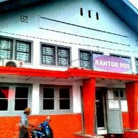 Photo taken at Kantor Pos Gorontalo 96100 by Fika Y. on 3/5/2013