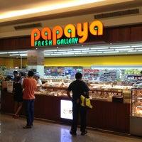 Photo taken at Papaya Fresh Galery by Saito H. on 7/5/2013
