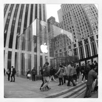 Photo taken at Apple Fifth Avenue by Jatupoom M. on 11/1/2012