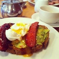 3/10/2013 tarihinde Foodassionziyaretçi tarafından J+A Café'de çekilen fotoğraf