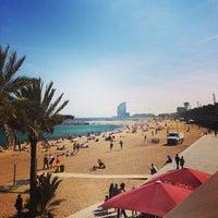 Foto tirada no(a) Praia da Barceloneta por Otto O. em 5/6/2013