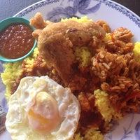 Photo taken at Restoran Norlisa & Catering by Darth Maul on 9/3/2013