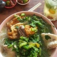 Photo taken at Mdm Ing Fish Noodle 亞殷魚頭粉麵 by Darth Maul on 7/16/2017