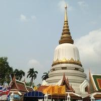 Photo taken at Wat Phra Si Mahathat by Miumiu N. on 2/10/2013
