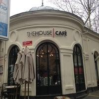 Foto tirada no(a) The House Café por Ayhan B. em 3/22/2013