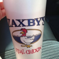 Photo taken at Zaxby's Chicken Fingers & Buffalo Wings by Sidney H. on 5/14/2013