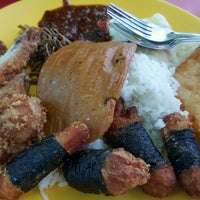 Photo taken at Fong Seng Fast Food Nasi Lemak by Sheeda on 10/1/2016
