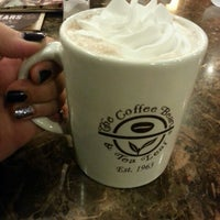 Photo taken at The Coffee Bean & Tea Leaf by Charvi D. on 3/10/2013