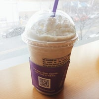 Photo taken at The Coffee Bean & Tea Leaf by Cheoloh N. on 3/30/2014