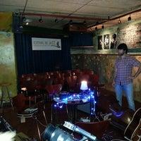 Photo taken at Hot Blues by Àngel R. on 5/11/2013