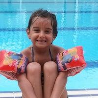 Photo taken at Mavi Yeşil Swimmingpool by Hedis on 8/2/2014