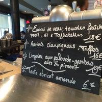 Photo taken at Café Da Moli by Shujan on 3/18/2014
