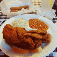 Photo taken at Gus's World Famous Hot & Spicy Fried Chicken by R. I. on 4/12/2015