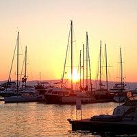 7/21/2013 tarihinde Özlem C.ziyaretçi tarafından Çeşme Marina'de çekilen fotoğraf
