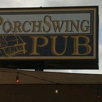 Photo prise au Porch Swing Pub par Nina L. le10/20/2012
