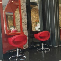 Photo taken at makas coiffeur 2 by ツツ_♥️⚪_Tuğba C. on 10/22/2017