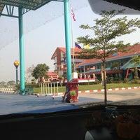 Photo taken at เสาธง by Nuiiun K. on 3/18/2013