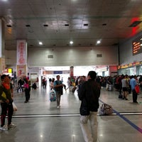 Photo taken at 成都站 Chengdu Railway Station by Samir L. on 9/19/2016