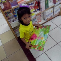 Photo taken at Gramedia by Fitri W. on 7/29/2013