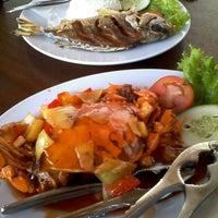 Photo taken at Balekambang Pasar Ikan & Resto by Rafly on 9/15/2013