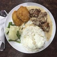 Photo taken at Q Thai Restaurant by Dahlia on 10/10/2016
