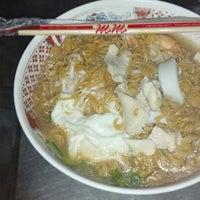 Photo taken at ร้านแม่ตุ่ม ไวไว+โจ๊ก (มาม่าโรงโป๊ะ) by Ouppatam N. on 10/23/2012