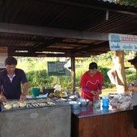 Photo taken at แม่จำเริญ กล้วยปิ้ง มันปิ้ง by Virach K. on 10/29/2012