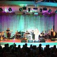 Das Foto wurde bei Bostanlı Suat Taşer Açıkhava Tiyatrosu von Engin T. am 7/3/2013 aufgenommen