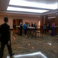 Photo taken at Hotel Santika Premiere Jakarta by Samudra S. on 3/23/2013