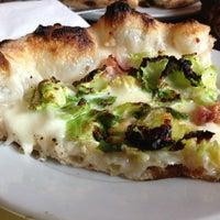 4/2/2013 tarihinde Restaurant Fairyziyaretçi tarafından Motorino'de çekilen fotoğraf