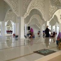 Foto scattata a Masjid Sultan Ismail (Masjid Raja Chendering) da Alak A. il 3/9/2013