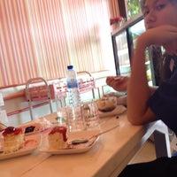 Photo taken at Lamoon Bakery (ละมุน) by nywethaka on 6/16/2014