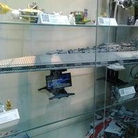Снимок сделан в GameBrick. музей-выставка моделей из кубиков LEGO пользователем Анастасия К. 9/15/2013