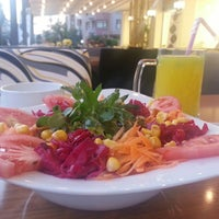 รูปภาพถ่ายที่ Marbella Restaurant & Bistro โดย Metin B. เมื่อ 7/10/2013