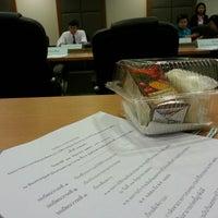Photo taken at ห้องประชุมสำนักงานเลขานุการกรม ชั้น 6 กรมที่ดิน by Wallapa S. on 6/21/2013