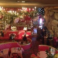 รูปภาพถ่ายที่ Madonna Inn โดย Justin B. เมื่อ 7/21/2013