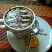 Das Foto wurde bei Florbela Café von Alê S. am 4/7/2013 aufgenommen