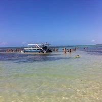 Foto tirada no(a) Praia de Paripueira por Carlos I. em 3/12/2013