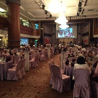 Photo taken at Moonon Lounge Bar @ Queena Plaza Hotel (桂田酒店) by desan w. on 11/30/2014